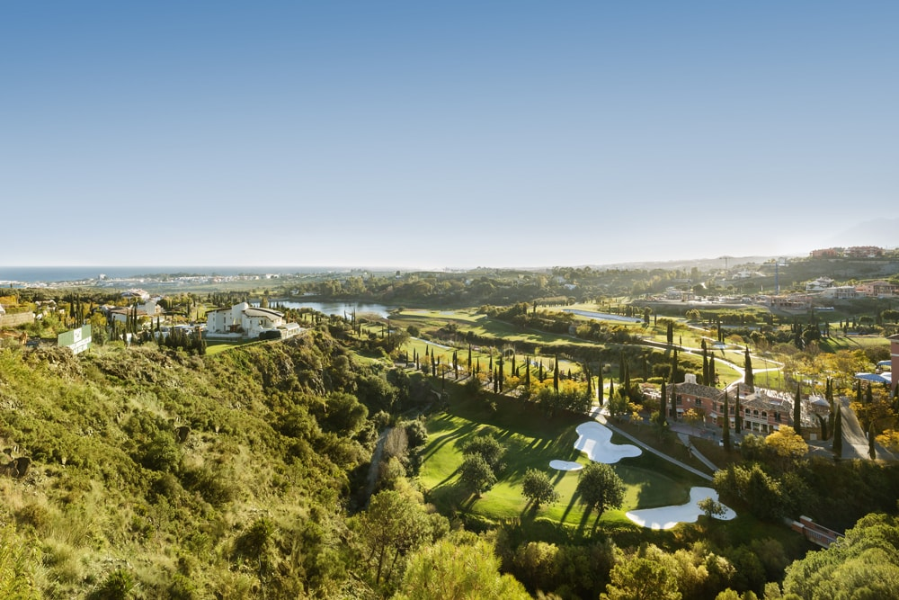 Ground floor apartment for sale in exclusive new development Hoyo 19 Los Flamingos Golf Benahavis