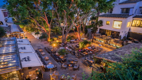 La Plaza at Night_private Residence Puente Romano Hotel for sale_Realista Quality Properties Marbella