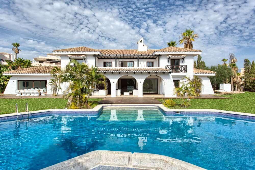 Villa Nueva Andalucia walking distance Puerto Banus Marbella