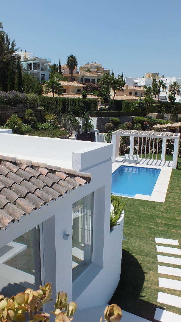 Modern villa Nueva Andalucia Las Brisas golf valley for sale