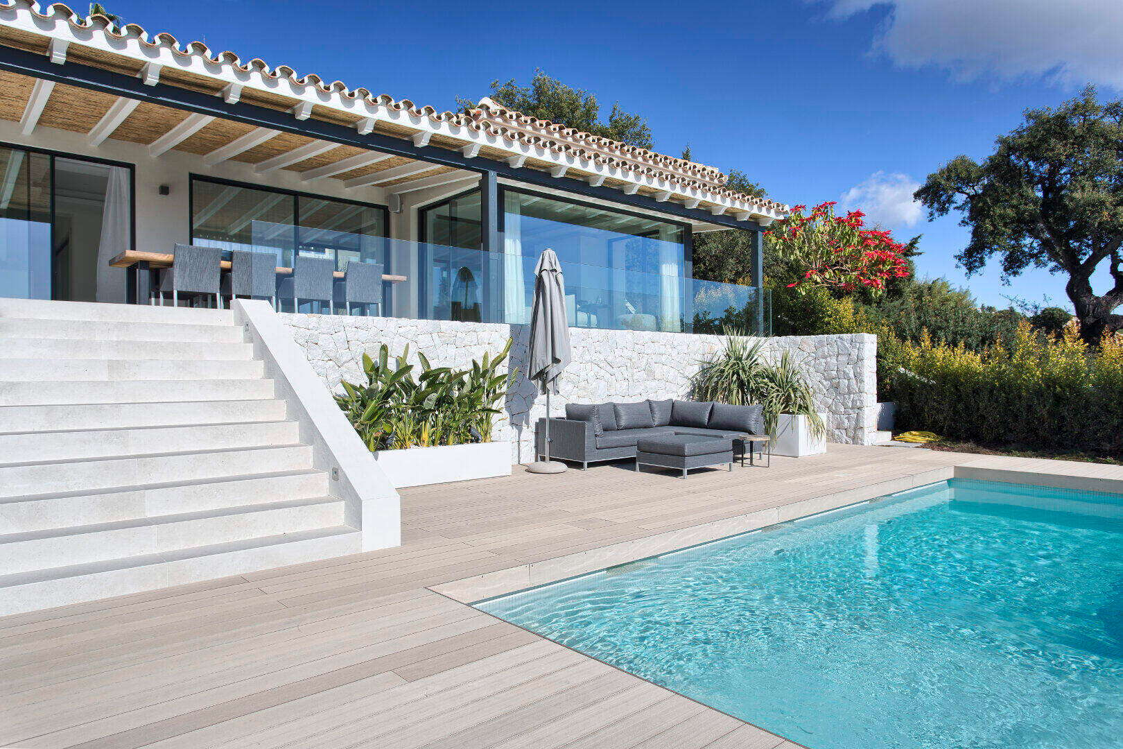 Recently renovated south-facing villa with breath-taking views for sale in Elviria Marbella East
