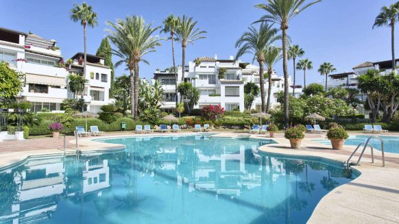Alcazaba Beach, 3 bedroom Duplex Penthouse in front line beach complex walking distance to Estepona town centre