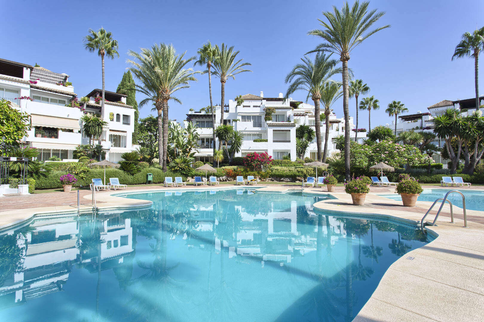Alcazaba Beach, 3 bedroom Duplex Penthouse in front line beach complex walking distance to Estepona town centre