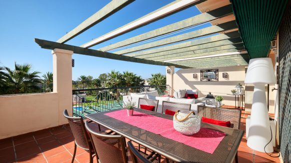 Top floor apartment Lorcrimar south facing, views to the sea and at walking distance to Puerto Banus in Nueva Andalucia, Marbella