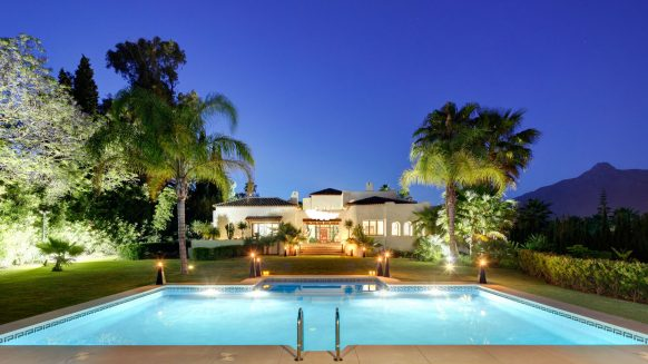 Villa in Atalaya de Rio Verde, Nueva Andalucia at walking distance to Puerto Banus