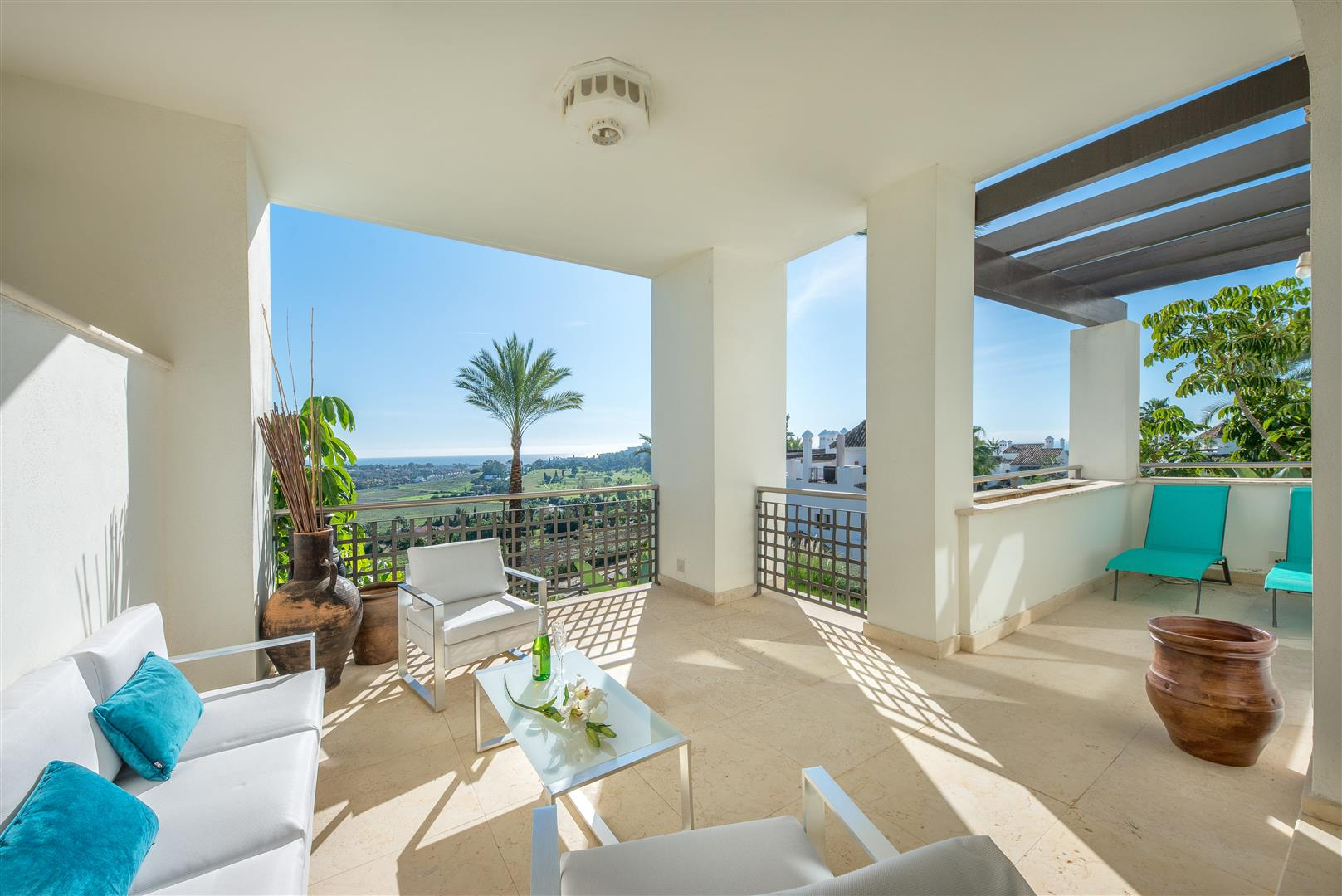 Fully furnished two bedroom apartment with amazing golf and sea view, Benahavis