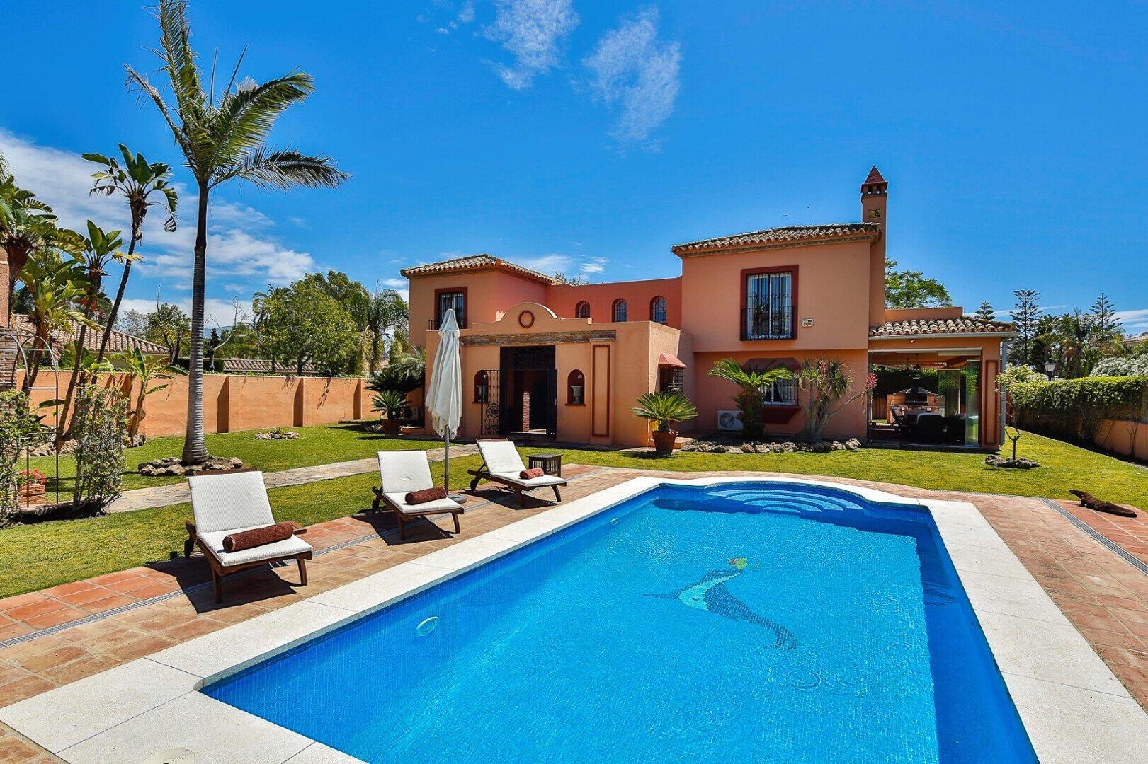 Luxury classic style villa at a stones throw to the beach in Guadalmina Baja, Casasola
