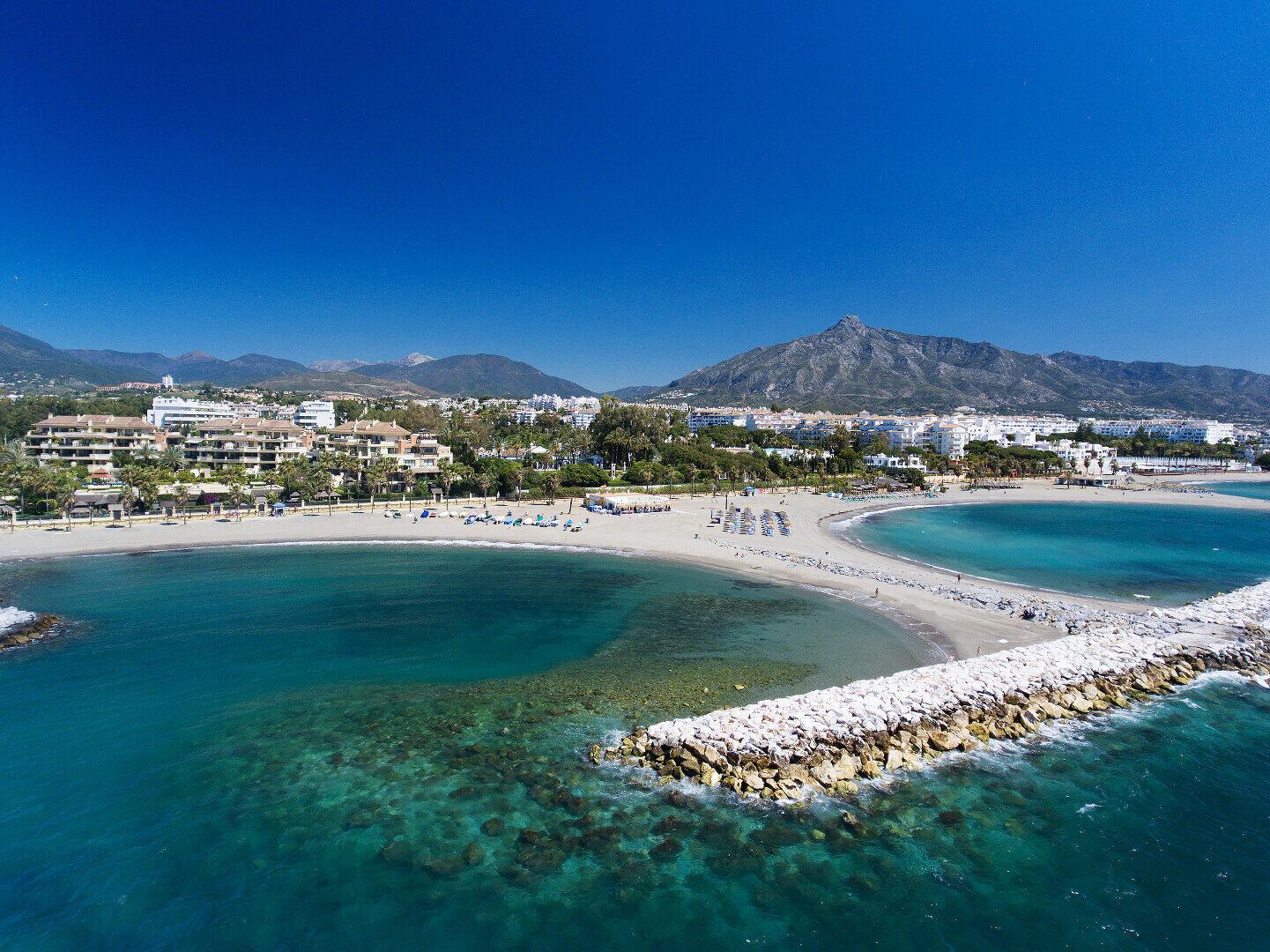 Spectacular front line beach duplex Apartment with private pool and garden in Laguna de Banus, Marbella – Puerto Banus