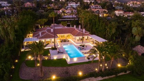 Front line golf villa La Cerquilla Marbella Sea Golf Lake Mountain views_Realista Real Estate Marbella