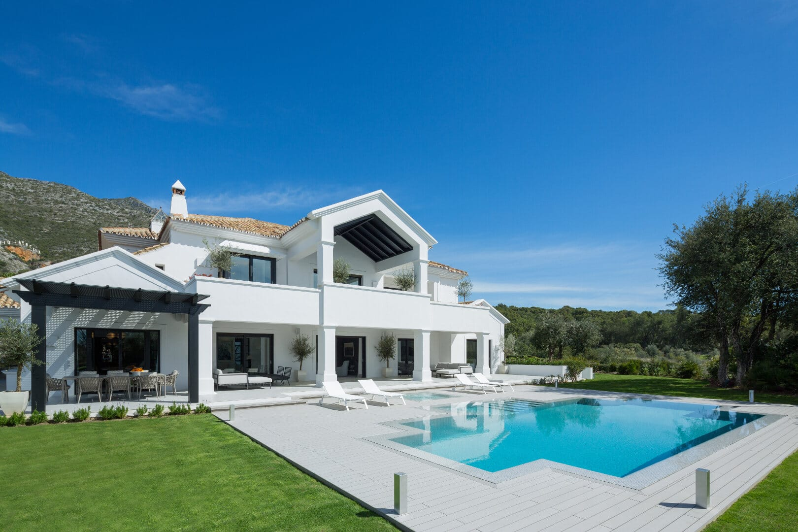 An exceptional villa in the gated 24-hour security community of Los Picos in Sierra Blanca Marbella