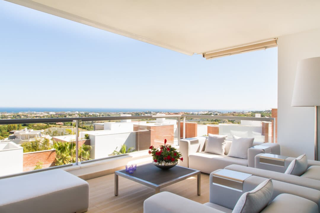Sea view Avalon apartment in Los Arqueros Benahavis