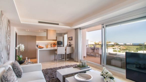 Panoramic sea and mountain view Avalon apartment in Los Arqueros Benahavis