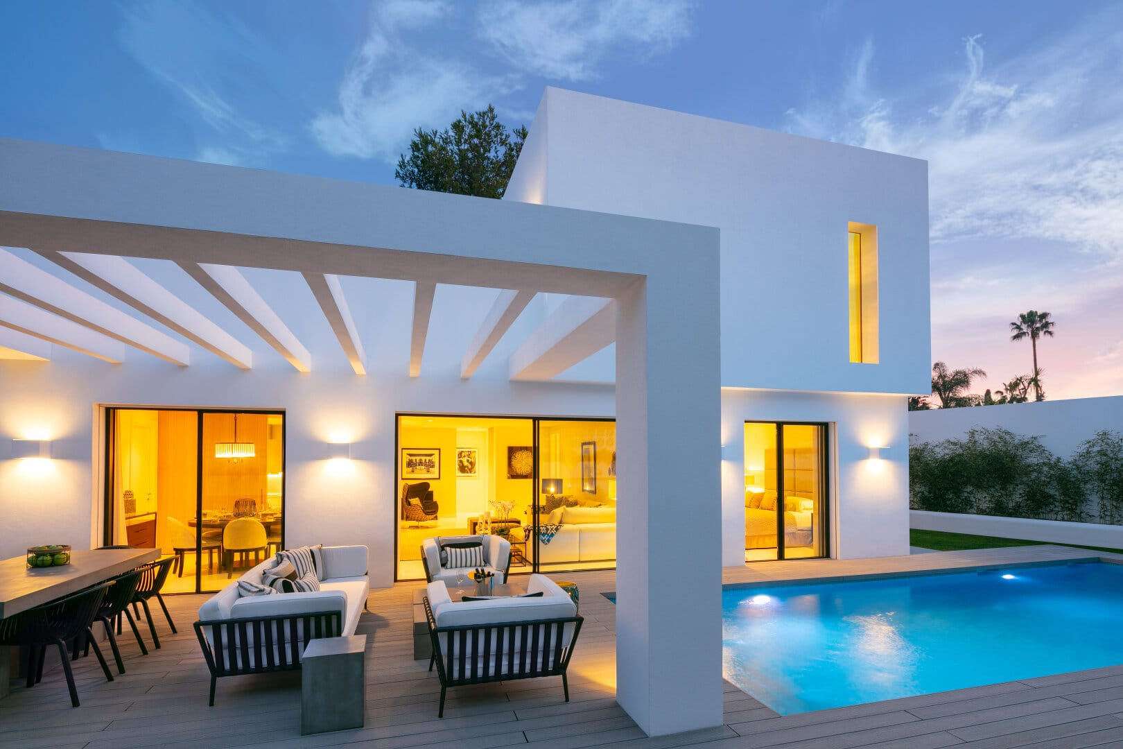 New contemporary villa in Guadalmina Alta within walking distance to all amenities, commercial centre and golf.