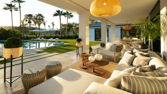 Front line golf villa in Las Brisas Nueva Andalucia, Marbella