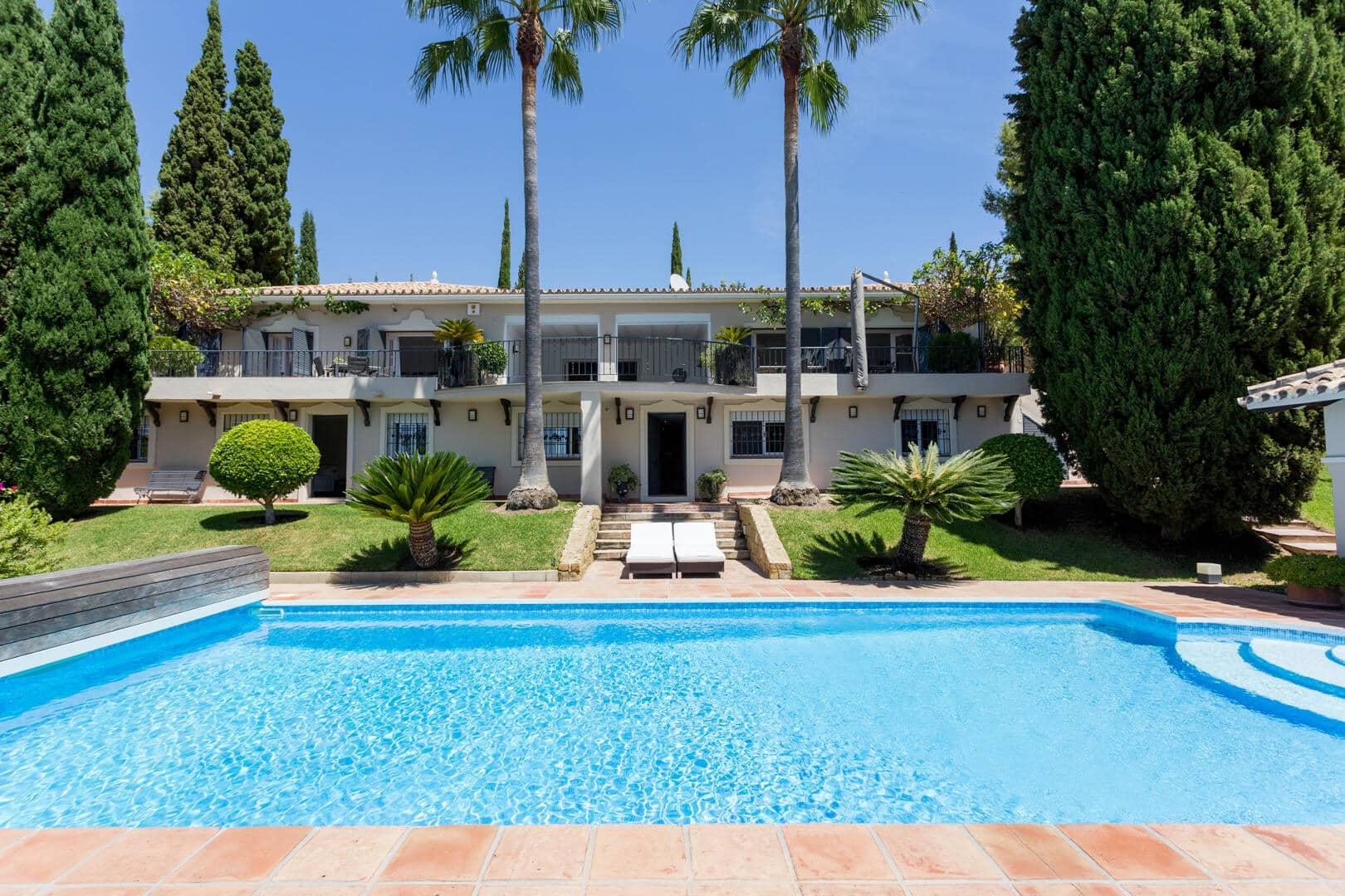 Beautiful private 5 bedroom Villa in Puerto de los Almendros gated community in Benahavis municipality