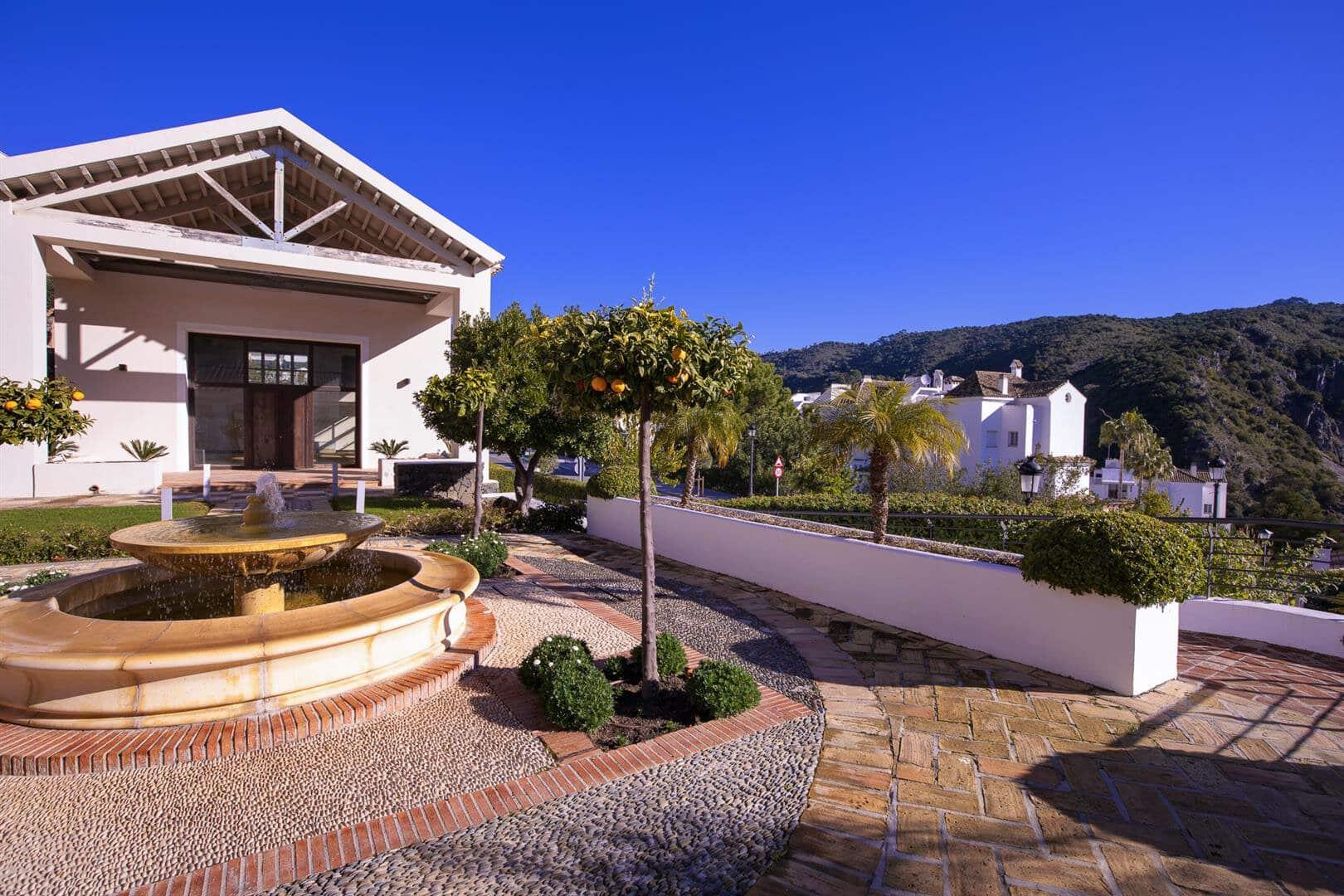Spacious, modern and bright 3 bedroom townhouse in El Casar, Benahavis